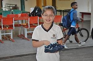 Mais de 7 mil tênis entregues para alunos da rede municipal