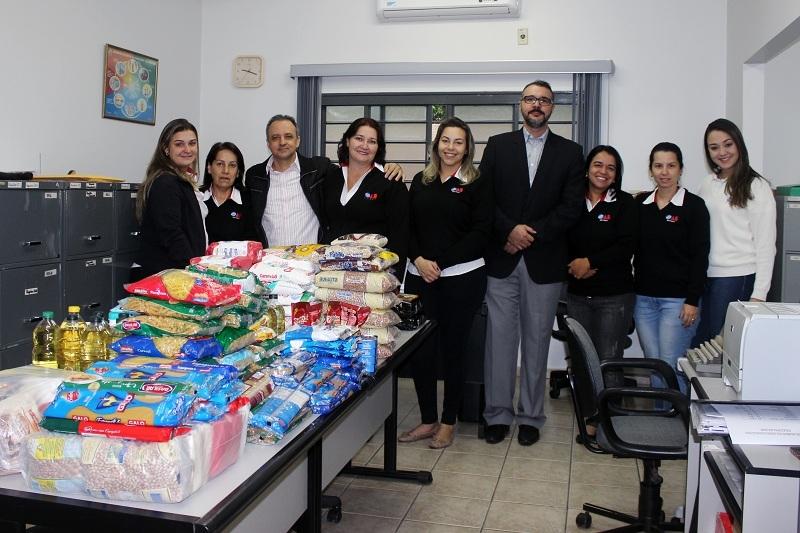 OAB de Votuporanga entrega 215 kg de alimentos para a Santa Casa