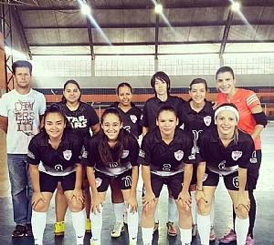 Invictas, meninas conquistam título no futsal