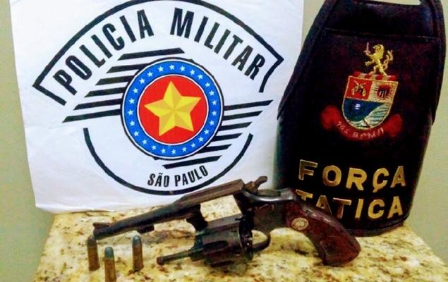 FORÇA TÁTICA PRENDE HOMEM COM REVÓLVER EM VOTUPORANGA