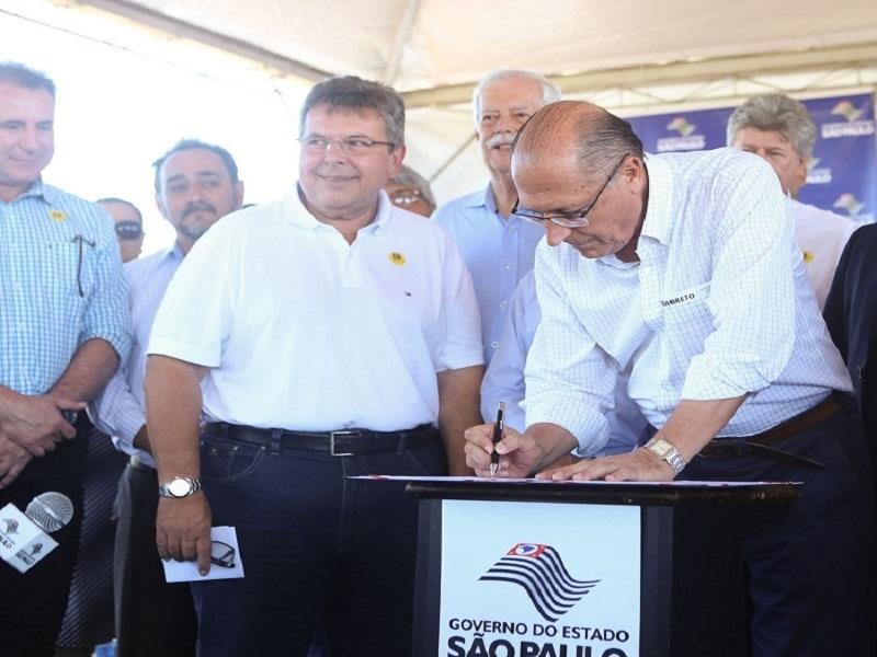 Carlão Pignatari comemora retomada de obra na SP-310