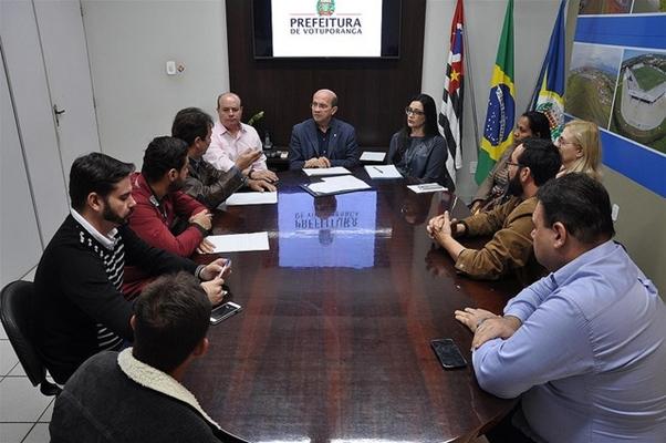 Integrantes do Conselho de Turismo se reúnem com o prefeito de Votuporanga