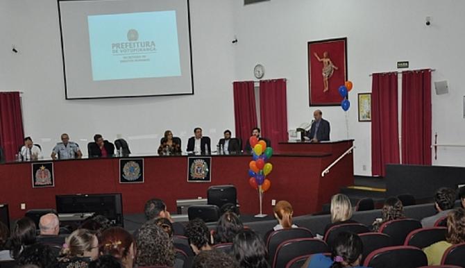 Prefeito João Dado fala de projeto social durante seminário LGBT de Votuporanga