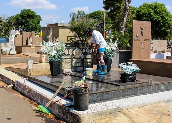 PREPARATIVOS PRA FINADOS: último dia pra limpeza no cemitério